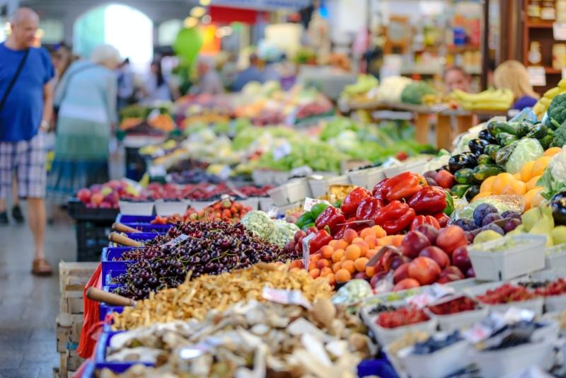 Il mercato cittadino del giovedì torna sul Te